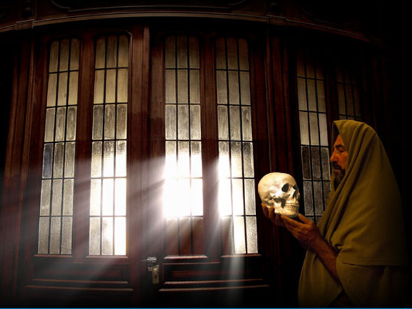 Hamlet with Yorick's skull por Norman Neumaier