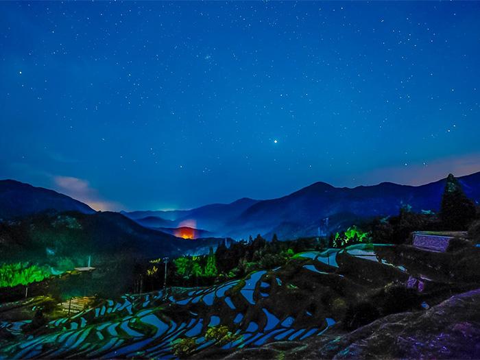 Vale estrelado em noite sem luar por Helio Okuda