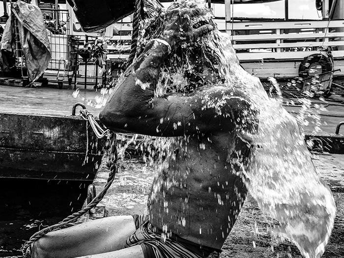 Banho na beira do rio por Alex Borja